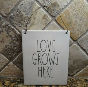 New Rae Dunn LOVE GROWS HERE Sign